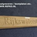 bootplaat-met-gravure-hout-www.repko_.nl_-600x399