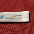 naambadge-naam-gegraveerd-logo-in-gelsticker-600x399