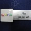 uitgesneden-kunststof-naambadge-met-full-color-doming-speciale-vorm-badge--600x450